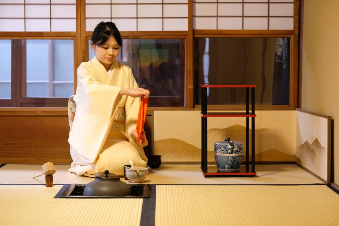 Premium Tea Ceremony×Kimono wearing ×Ikebana experience (Private 120min)